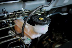 Quel est le rôle du liquide de frein et quand le changer?